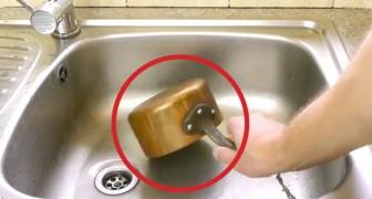 Plaats een oude koperen pan in de wasbak. Na een paar seconden is hij weer ALS NIEUW!