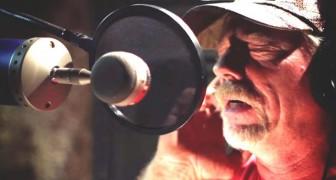 Een vriend overtuigde hem om voor de eerste keer te zingen: zijn stem is een show