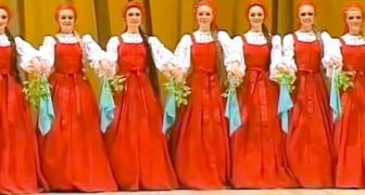 Det som tycks vara en helt vanlig rysk traditionell folkdans visar sig vara något extra ordinärt!