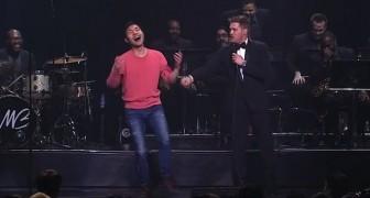 Michael Bublé macht eine kurze Pause bei seinem Konzert und lädt ihn auf die Bühne ein: Seine Begeisterung ist ansteckend