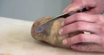 Elle commence par couper une patate 20 fois, après elle vous montre son secret!