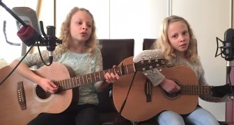 Twin girls start singing a famous song: their cover version will make you smile !