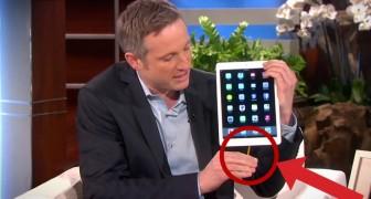 Er nimmt ein iPad in die Hand und das, was er macht, ist spektakulär