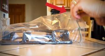 En utilisant un sachet et de l'ammoniaque, elle vous montre une astuce vraiment... brillante!