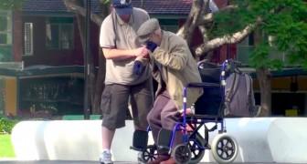 Ze helpen een oudere op te staan, maar ontdekken dat niets is wat het lijkt!