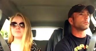 Vader en dochter zijn in de auto: als de muziek begint ... wat een show!