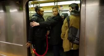 När de kliver på tunnelbanan förstår de att den här resan kommer vara väldigt ANNORLUNDA!