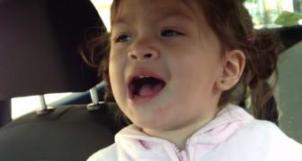 Sie spielen einen berühmten Song von Adele: Was dieses zweijährige Mädchen macht, ist unglaublich