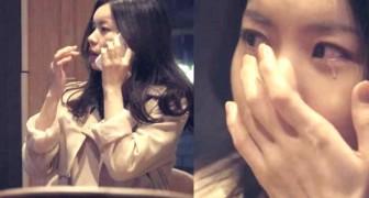 Haar vriend laat haar alleen in een restaurant... kort later snapt ze waarom. Wow!