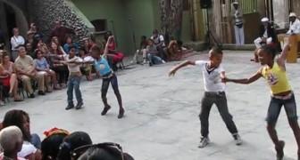 Als je deze kinderen ziet dansen... wil je het liefst je koffers pakken om dit spektakel met eigen ogen te zien!
