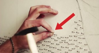 He starts by putting hundreds of nails on a white wall: the end result is mind blowing !