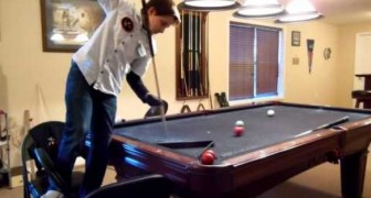 This GENIUS approaches the pool table: in a few seconds he will blow your mind !
