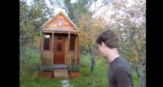 Un homme vous fait visiter sa maison de 27 m2... Regardez ce qu'il réussit à mettre!