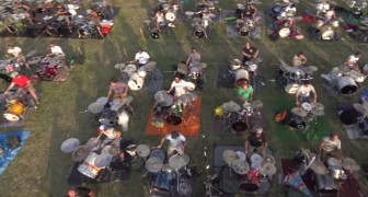 1000 people with different instruments in the middle of a park... the performance is EPIC !