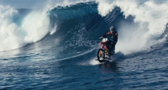 Riding waves on his bike: two years of work for a BREATHTAKING result !
