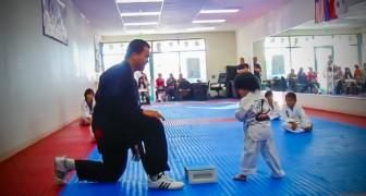 Dit kind doet examen voor de witte band: hij weet zelfs zijn leraar versteld doen te staan!
