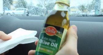 Versa olio d'oliva sugli interni dell'auto: può sembrare assurdo ma guardate il risultato!