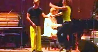 Schaut dem Mann in Gelb zu. Wenn die Musik beginnt, werdet ihr eure Augen nicht mehr abwenden können