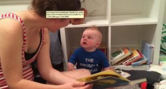 A mãe termina de ler o livro. A reação do bebê? Extraordinária!