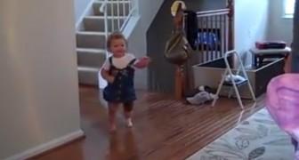 Elle marche pour la première fois grâce à une prothèse: sa réaction est émouvante