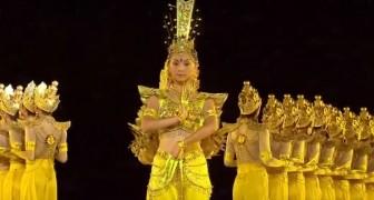 63 dove danseressen staan klaar op het podium: als ze beginnen, zul je je ogen niet geloven
