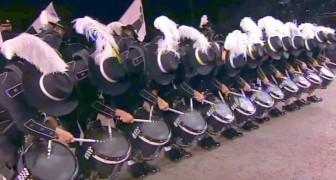 Apenas estos percusionistas levantan la cabeza todos quedan sorprendidos por la presicion