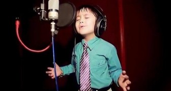 He's only four years old - but sings this Whitney Houston classic as a pro !