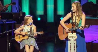 2 zussen zingen een klassieker van Johnny cash en weten het publiek in vervoering te brengen