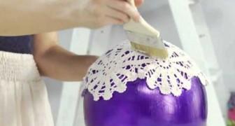 Coloca alguns centro de mesa em cima de um balão e cria um objeto de decoração