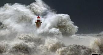 Le immagini mozzafiato dei fari che lottano contro la furia della natura