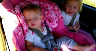 Un bebè duerme tranquilamente, pero cuando comienza su cancion preferida tiene una reaccion increible