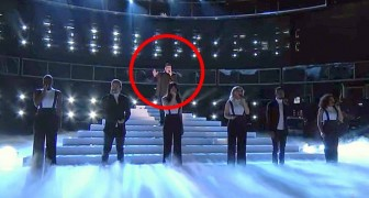 Nur wenige können diesen berühmten Song wie dieser Junge singen...