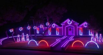 There are many houses with christmas lights around, but this one is perhaps the most spectacular one !