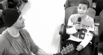 Ein Kind singt Hallelujah, aber als der Chor dazu kommt, wird es magisch