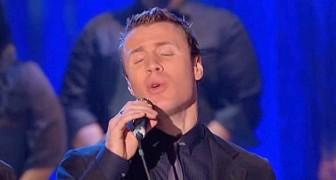 Un tenore inizia a cantare il brano... quando si uniranno gli altri due avrete i brividi