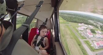 Das ist der erste Flug mit seiner Tochter und er weiß nicht, wie sie reagieren wird. Aber dann dreht er sich in der Luft...