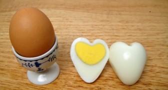Een hardgekookt ei in de vorm van een hart? Hier zie je hoe je dit kunt maken!