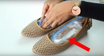 Ze plaatst met water gevulde zakken in haar schoenen... deze truc is verademend!