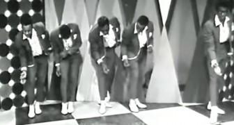 Esta cancion famosisima pone de buen humor a muchos, pero la coreografia lo hara mucho mas aun