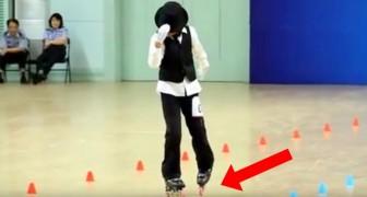 Se prepara con los patines en el centro de la pista: su performance musical es IMPECABLE