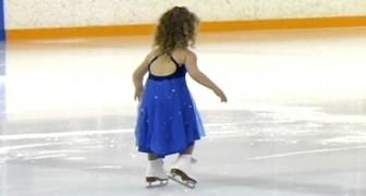 Ein 3 Jahre altes Mädchen schlüpft in die Schlittschuhe: Das Publikum ist sofort verliebt