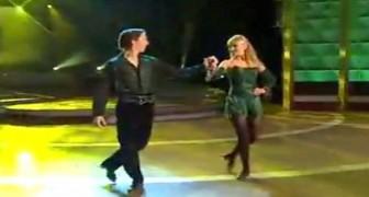 Sie tanzen zu zweit, aber das Spektakel kommt erst noch