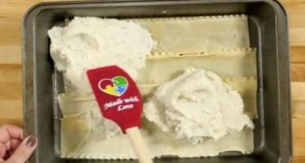Elle étale de la purée sur une couche de lasagne: le résultat? Du jamais vu!