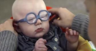 Graças ao óculos novo, vê a mãe pela primeira vez: a sua reação é emocionante