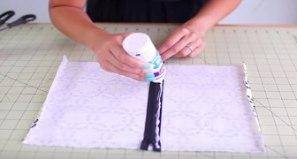 Pega un cierre sobre la tela y nos muestra el truco para crear un estuche en 30 segundos