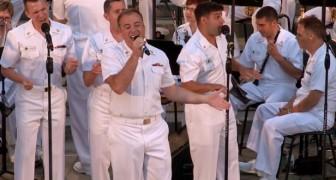 4 membres de la marine commencent à chanter ... Leur capacité surprenne le public