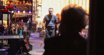 Bruce Springsteen sees his mother backstage --- What he does next ignites the crowd!