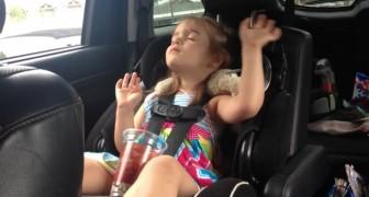 Il sonno è più forte di lei... ma quando inizia il suo brano preferito la reazione è esilarante