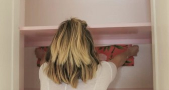 Behang en verf: hier zie je hoe deze vrouw nieuw leven blaast in haar kast