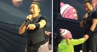 Bruce Springsteen vede una bimba tra il pubblico e le regala un momento indimenticabile